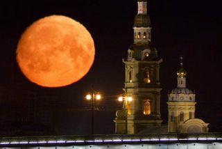 Приливные эффекты Земли превратили Луну в «лимон»