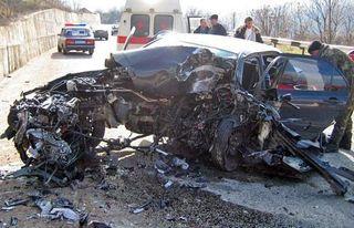 В Уфе автомобиль врезался в ЛЭП, погиб 22-летний водитель