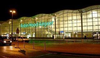 В Великобритании из-за проблем с шасси у самолета был закрыт аэропорт