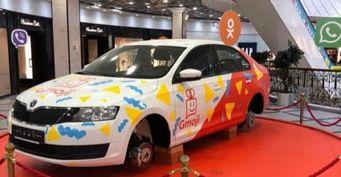 В Екатеринбурге сняли колёса у рекламного автомобиля Skoda