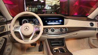 Салон Mercedes-Benz Maybach 2017 года. 1 в1, как уМилохина, только цвет оплётки руля разнится. Фото: autorating