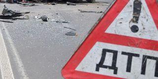 В Москве столкнулись иномарка и такси: четыре человека пострадали