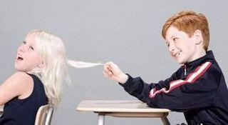 Ученые: школьники дразнят популярных сверстников в той же степени, что и остальных