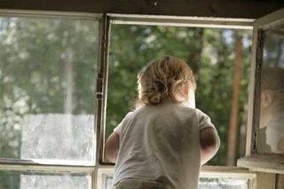 В Мари Эл из окна выпал трехлетний ребенок