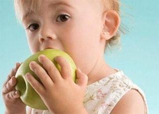 Ученые: Приучить ребёнка есть овощи и фрукты очень просто