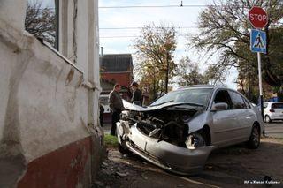 В Петербурге столкнулись иномарка и трамвай, пострадавших нет