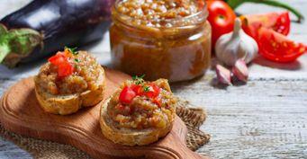 «Рецепт моей свекрови»: Как готовить икру из баклажанов, рассказала хозяйка