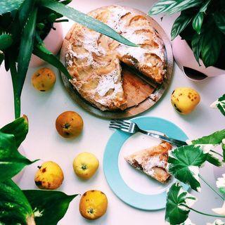 Пышная шарлотка с яблоками | Фото: Instagram @yolshina_anastasia
