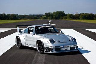 Водитель Porsche 911 на трековой трассе потерял управление на скорости 290 км/ч