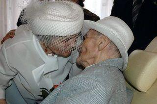 В Британии 100-летний отец выдал замуж 70-летнюю дочь