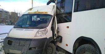 В Челябинске столкнулись автобус и маршрутка, пострадали семь человек