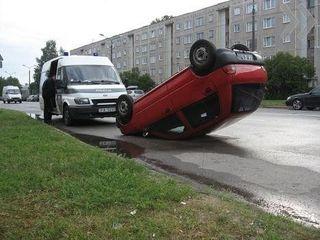 На Сахалине две девушки чудом спаслись в аварии