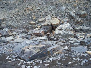 В Грузии спасены засыпанные камнями альпинисты