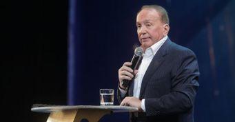 250тыс. долларов засезон вКВН: Сабуров уличил Маслякова в«грабеже» команд-игроков