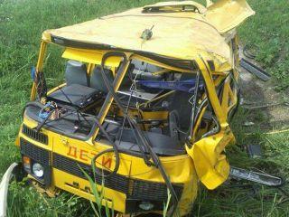 В Красноярске автобус с детьми врезался в столб
