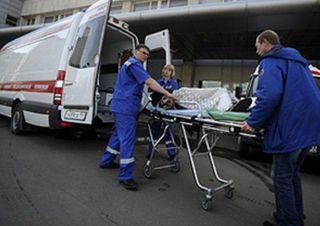 В центре Москвы с 4 этажа жилого здания выпала женщина с младенцем