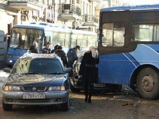 В Иркутске в ДТП с участием автобуса и кроссовера погибла женщина