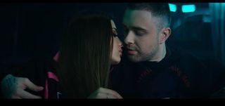 Кадр из клипа «Девочка с картинки». Источник: YouTube.com