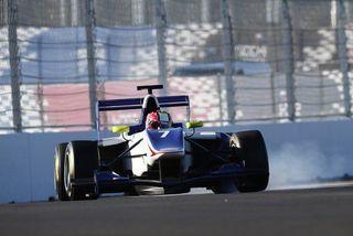 Гонку GP3 прервали красным флагом из-за аварии