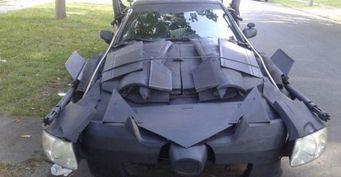 В США заметили на дорогах «Бэтмобиль» на базе Toyota Camry