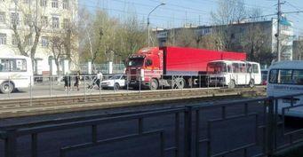 Два ДТП перекрыли движение транспорта в Барнауле