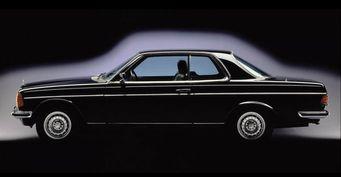 Mercedes празднует 40-летний юбилей купе E-Class
