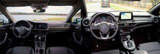 Интерьер Volkswagen Jetta иKia Cerato, источник: Volkswagen, Kia