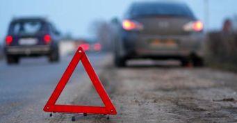 После мощного ДТП у «Арены-Омск» автомобилю Renault оторвало два колеса