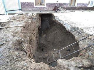 В Минске двое рабочих оказались засыпанными в траншее