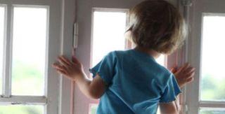 В Красновишерске погиб двухлетний ребенок, выпавши из окна пятого этажа