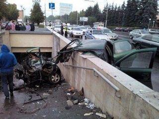 В Пензе после ДТП на проспекте Победы иномарку разорвало на  части
