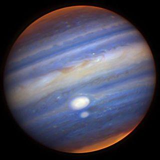 Ученые: в атмосфере Юпитера обнаружен водяной пар