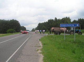 В Брестской области Skoda врезалась в трактор, погибли двое