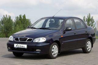 Объём продаж новых авто в Украине снизился на 47%