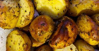 Хрустящая молодая картошка с чесноком в духовке. Пошаговый рецепт с фото