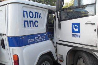 """В Екатеринбурге полицейский """"УАЗ"""" столкнулся с маршрутным автобусом"""