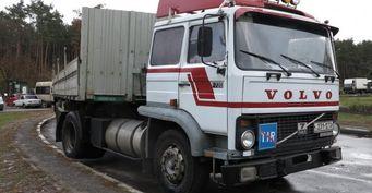 На дорогах Киева замечен раритетный грузовик Volvo F7 Miljo