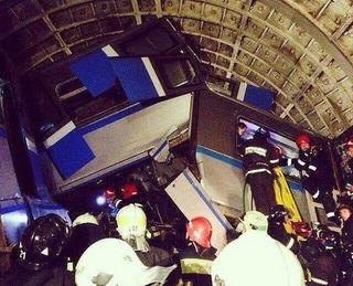 Машинист сошедшего с рельсов поезда несколько раз приходил в сознание