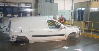 Бьют постоянно: Упавший LADA Largus назаводе показали рабочие «АвтоВАЗа»