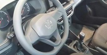 Убогие стразы ичужой руль: Интерьер VWPolo Liftback 2020 ужаснул россиянина