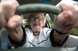 В Смоленске из-за безумной 80-летней старушки произошло тройное ДТП