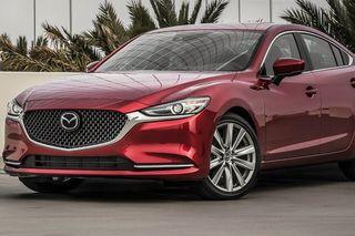 ВСети даже подозревают, что всалоне хозяйке продали слегка битый экземпляр. Фото: Mazda