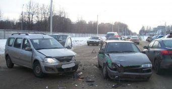Две пассажирки пострадали в ДТП с LADA Largus и ВАЗ-2113 в Рязани