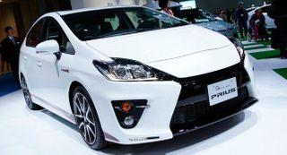 Выход нового поколения Toyota Prius отложили до декабря 2015