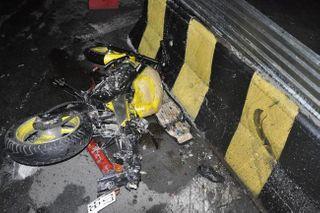 В Москве полицейский на мотоцикле погиб, врезавшись в ограждение
