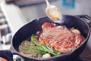 Мясо по-Грузински, жарим на сковороде\Источник: kakprosto.ru