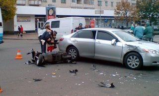 В Москве насмерть сбил мотоциклиста водитель, везущий жену в роддом