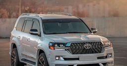 «Кошмарный сон автомойщика» – В сети показали Toyota Land Cruiser 200 в роскошном обвесе