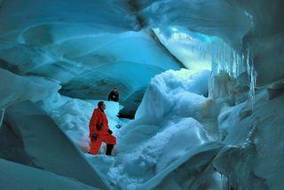 Ученые: В подледном озере Антарктиды Уиллас обнаружена жизнь