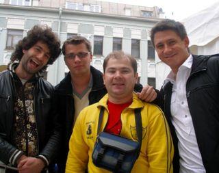 Друзья остались, а он ушел \На фото: Харламов, Таир, Батрутдинов и поклонник юмористов